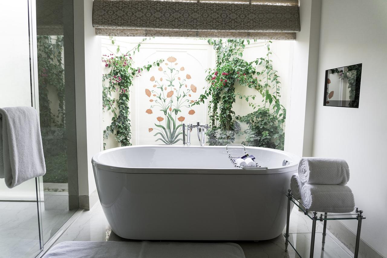 Salle de bains : receveur de douche ou baignoire ?